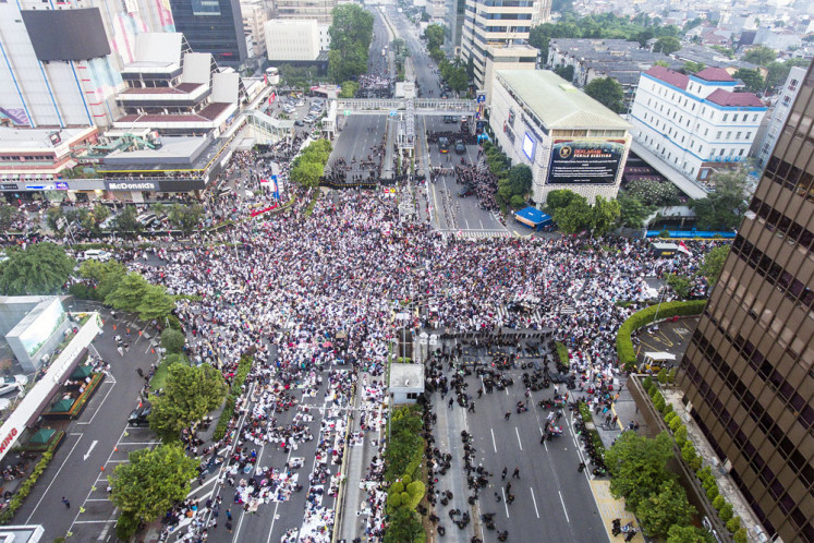 Losing side: Supporters of the People's Sovereignty National Movement (GNKR) attend a mass rally in front of the Elections Supervisory Agency (Bawaslu) headquarters on Jl. MH Thamrin in Central Jakarta on Tuesday to protest the results of the 2019 presidential election.