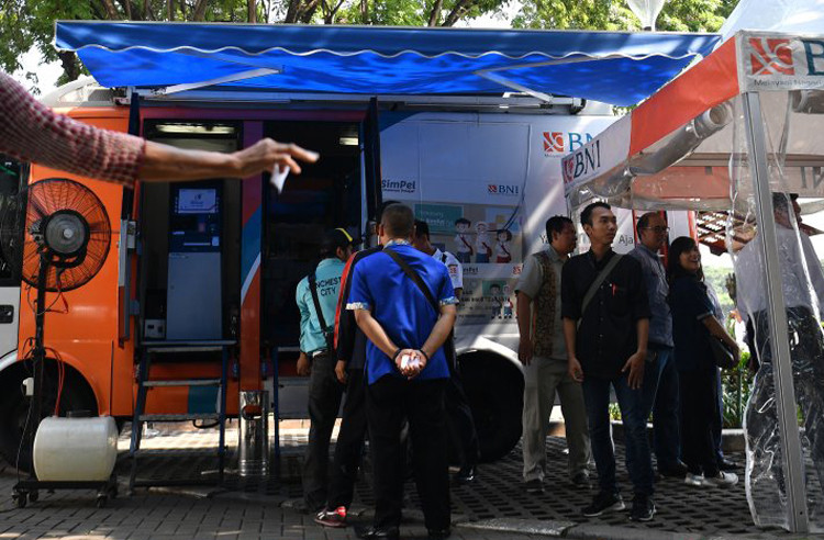 BI temporary stops mobile banknote-exchange service following riots