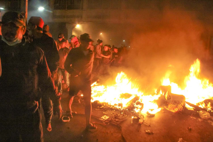Jakarta riot: Protesters throw firecrackers at police in C. Jakarta