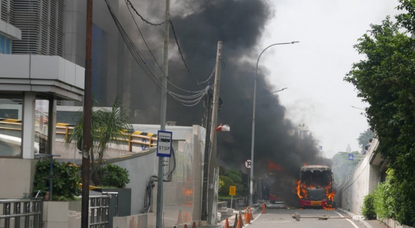 Rioting shifts to Slipi area in West Jakarta
