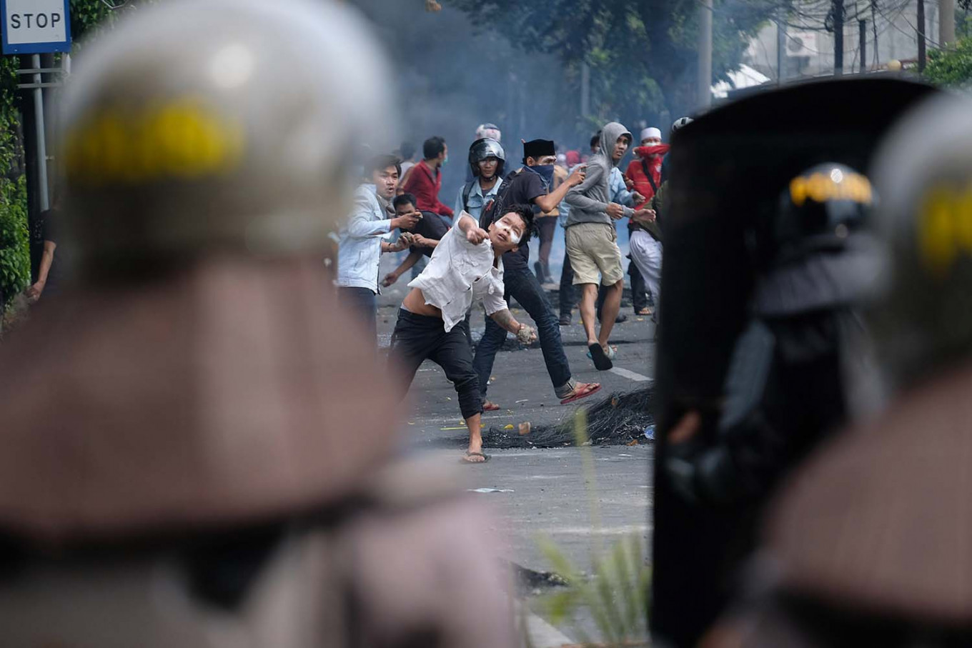 Protestors throw rocks at antiriot police in Petamburan, Central Jakarta. JP/Jerry Adiguna