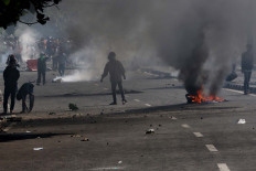 Protesters throw rocks at police officers during a clash in Jati Baru, Central Jakarta, on Wednesday. JP/Dhoni Setiawan