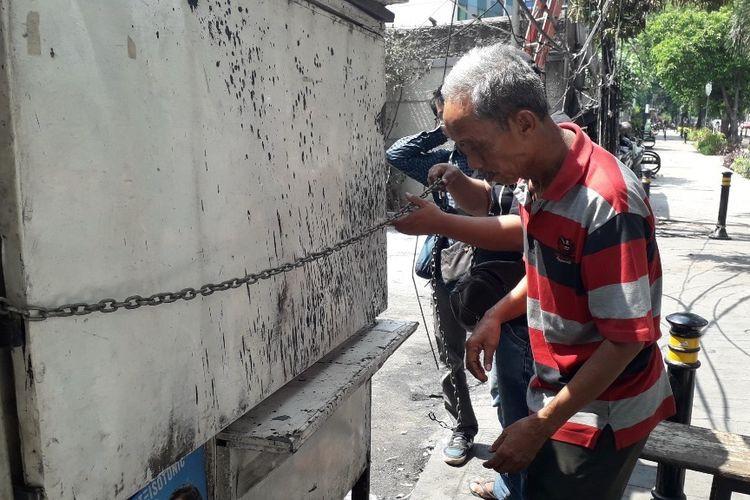 Small vendors lose livelihoods in Jakarta riots