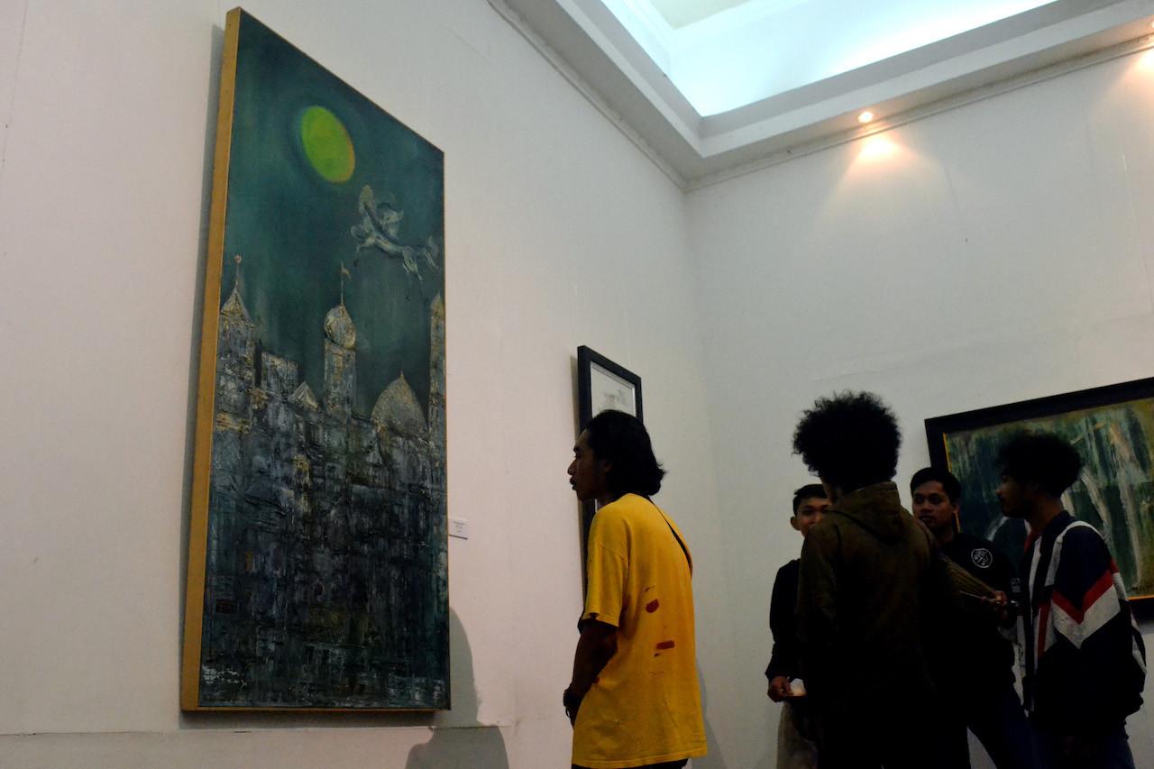 A painting by Nasirun, titled 'Imaji Perjalanan' (images of the journey) at the Welas Asih (Compassion)' exhibition at Balai Soedjatmoko, Surakarta, Central Java.