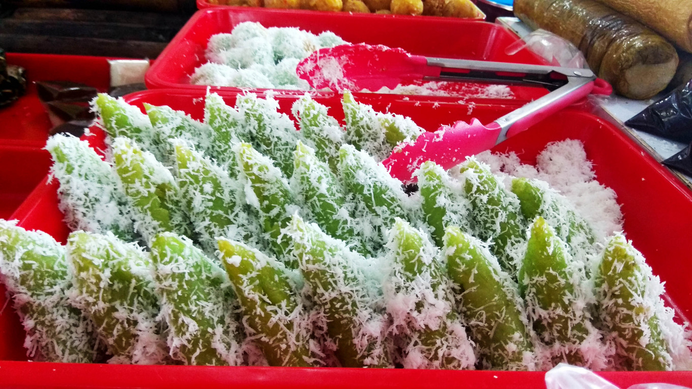 Sweet and tasty: One of the most popular takjil delicacies is the lupis (sugary rice with grated coconut). JP/Budi Sutrisno