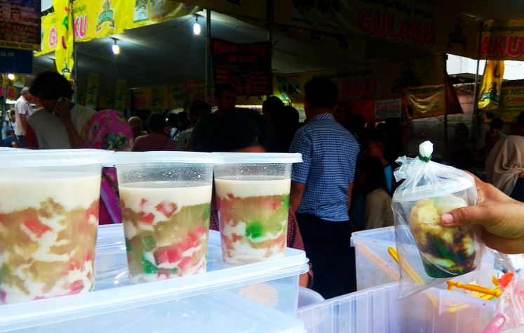 'Takjil' at Benhil, snack vendors dish up for Jakartans .