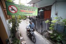 A motorist turns off his vehicle engine and walks along the Kauman neighborhood. JP/Boy T. Harjanto