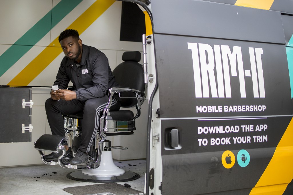 Mobile barber cuts a dash with Afro-Caribbean Londoners