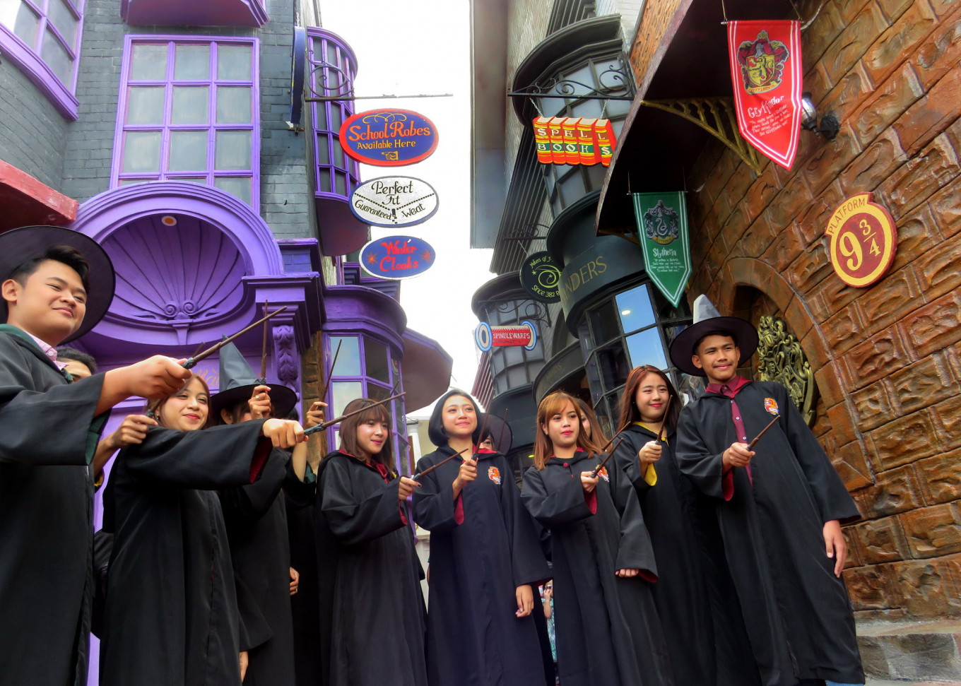 Visitors can rent Hogwarts robes and wizard accessories at the Legend Stars Park.