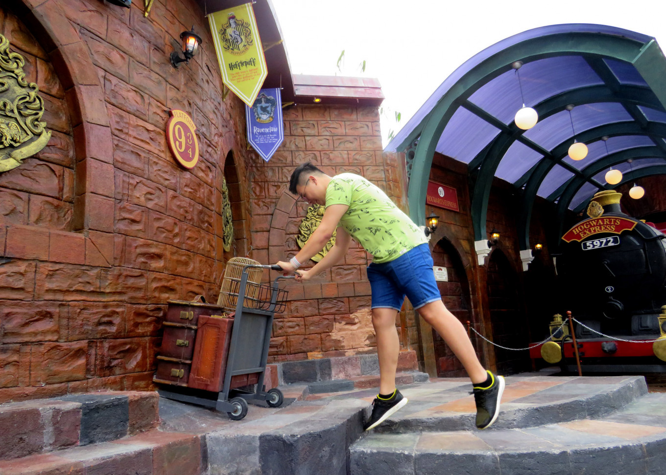 A visitor tries to enter the iconic Platform 9 3/4. A Diagon Alley attraction at the Legend Stars Park in Batu's Jatim Park 3, East Java, allows visitors to experience Harry Potter-themed activities.