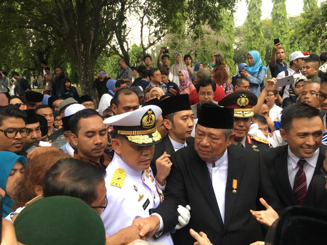 'Farewell, Memo' : Country's public figures gather for Ani Yudhoyono's funeral