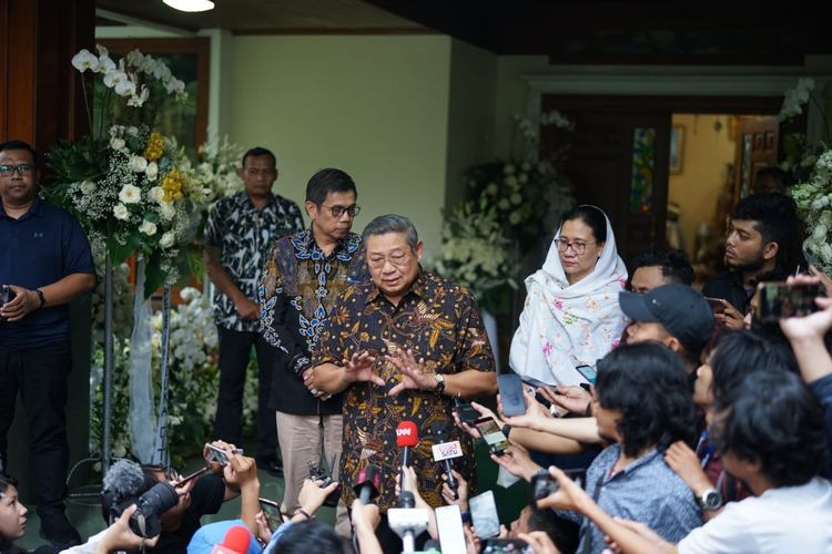 'It's inappropriate': SBY laments Prabowo revealing late wife's political preference