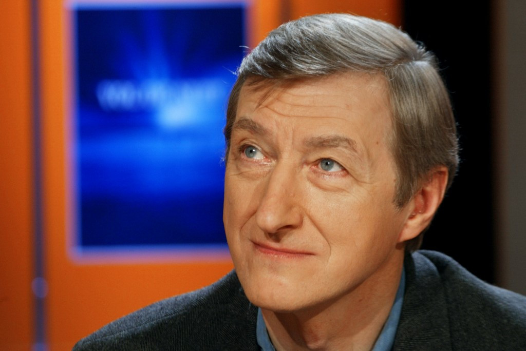 Julian Barnes wins French prize for first love novel