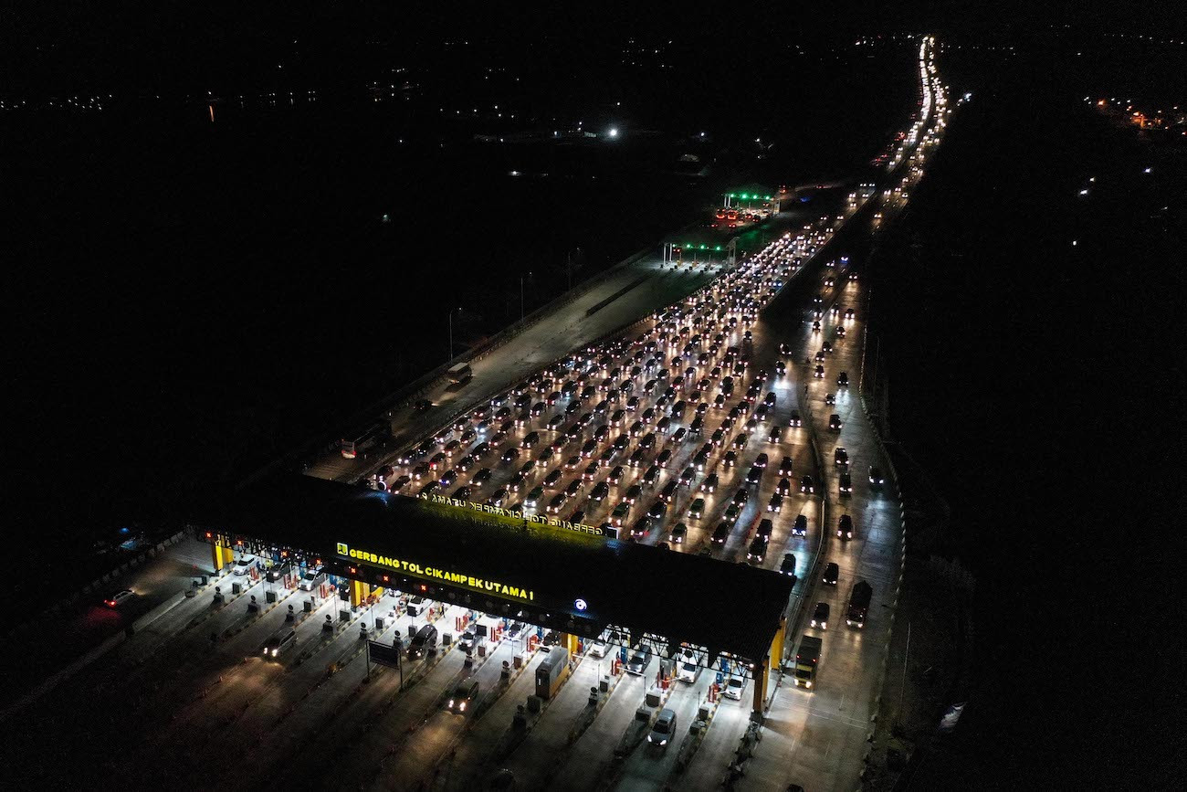 [UPDATED] Four rest areas along Jakarta-Cikampek to open, close to ease return traffic