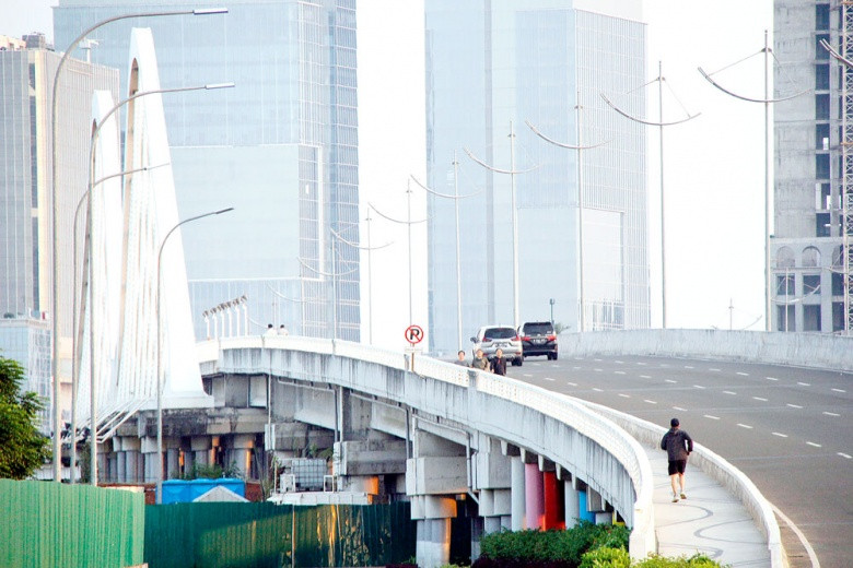 City bound by contract with developers: Anies