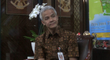 Ganjar Pranowo promises more infrastructure, lower wages