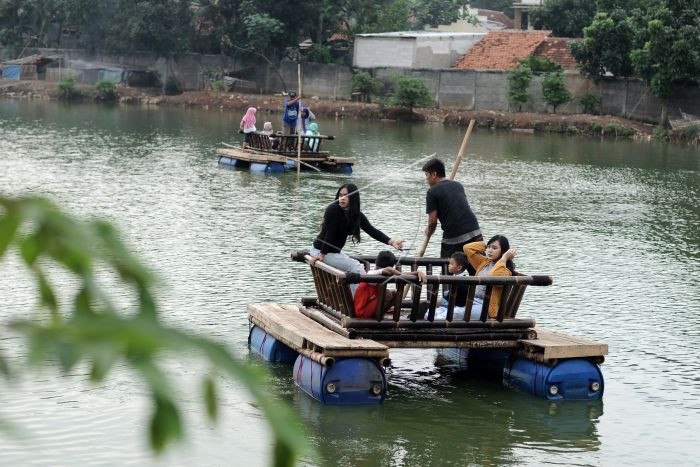 Once-dirty Bekasi lake now tourist magnet