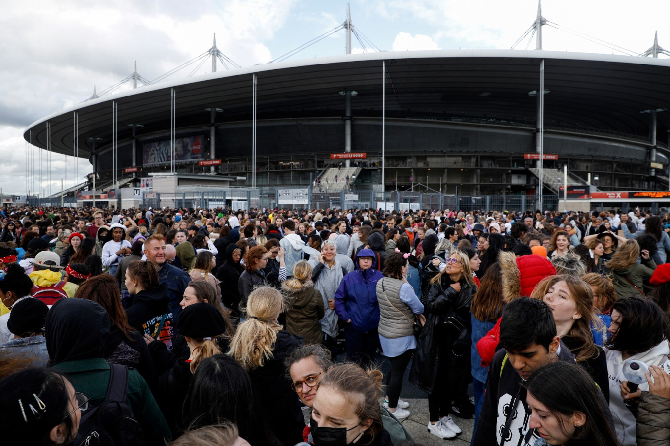 BTS K-Pop concert damages Stade de France pitch before rugby final