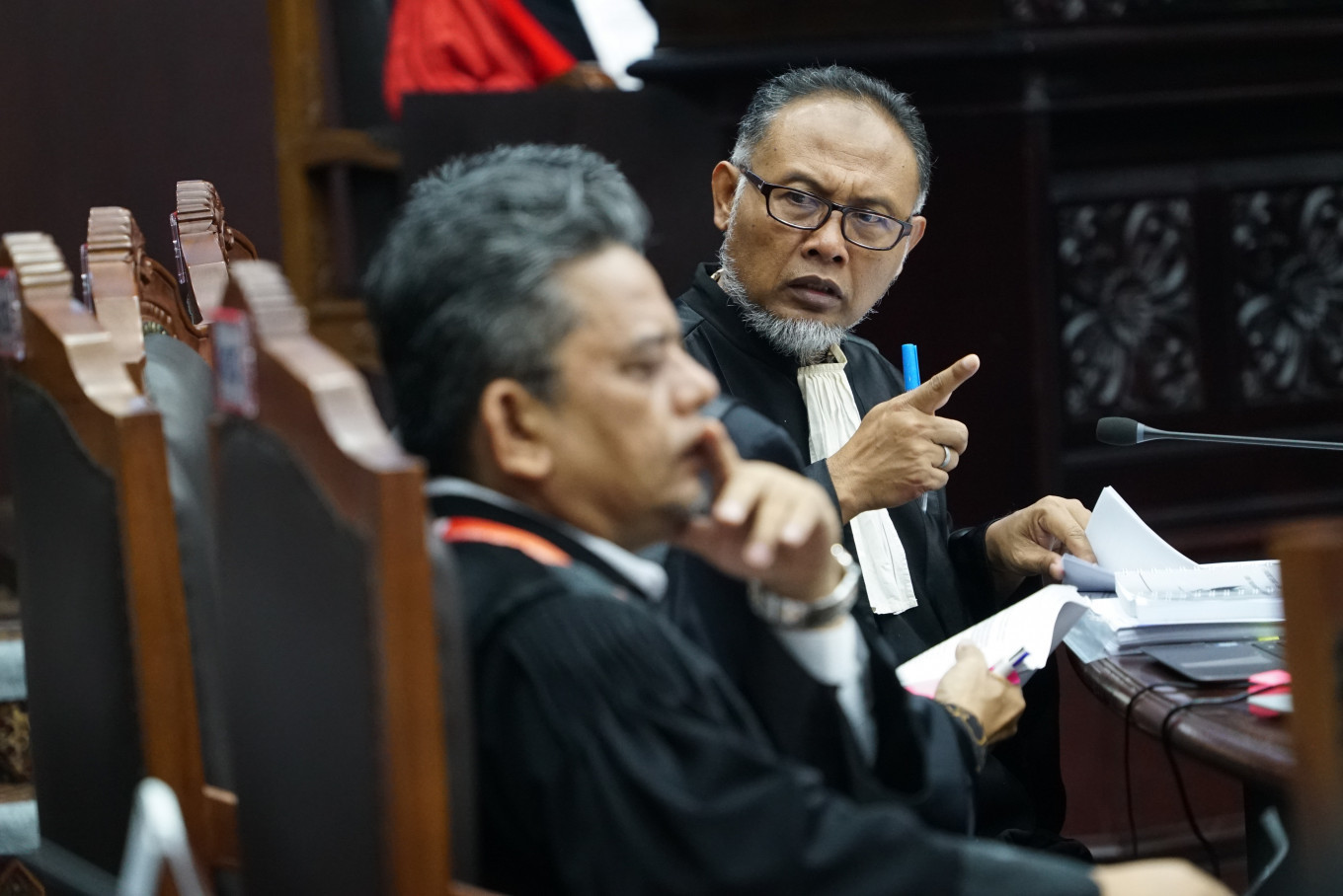 Prabowo's lawyer accuses Jokowi of using state funds to 'influence voters'