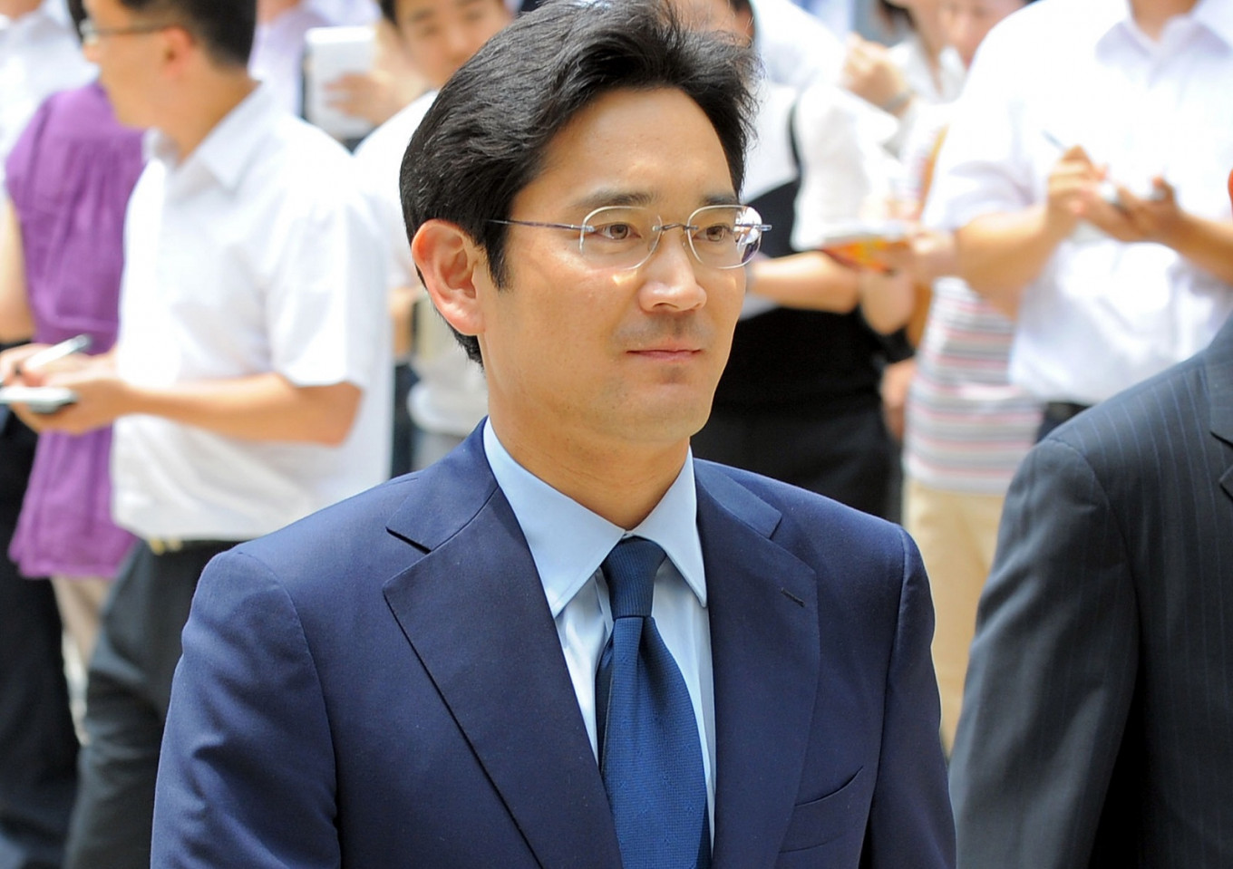 South Korea top court returns Samsung heir Lee's bribery case for review