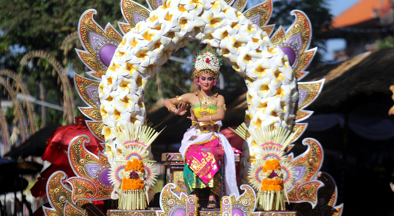 Jokowi opens Bali  Arts Festival, hundreds perform in colorful street parade