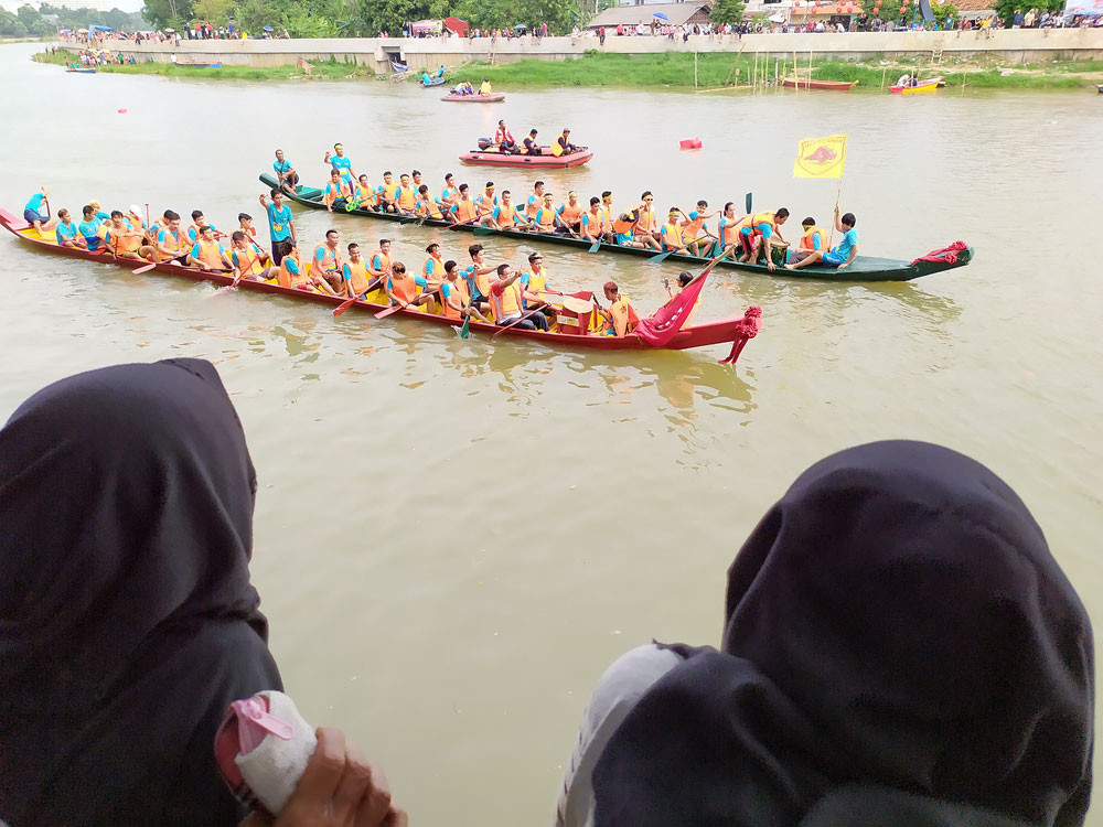 Dragon boat racing: From Chinese tradition to modern sport