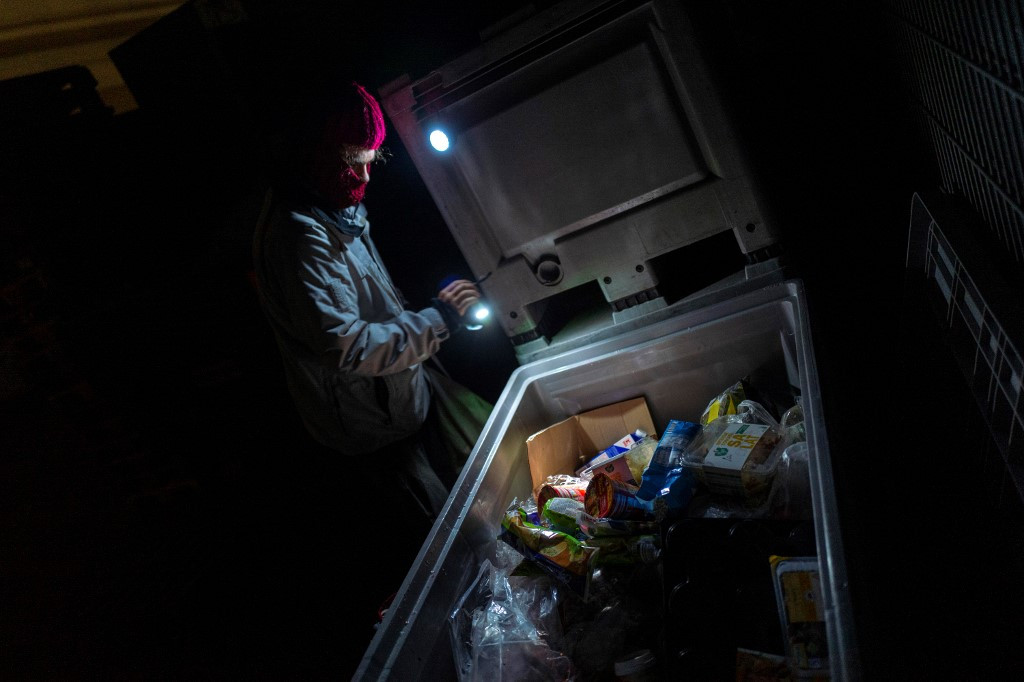 In Germany, activists battle food waste with dumpster diving