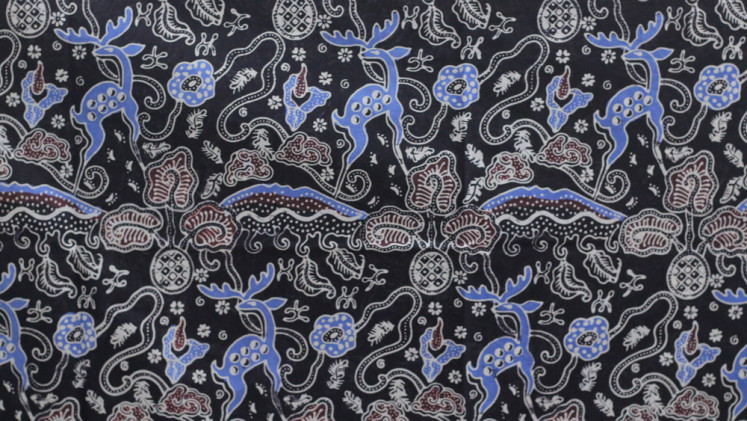 Motifs representing spotted deer, rafflesia flowers, corpse flowers and other icons of Bogor adorn the batik that will be used to produce the new uniform.
