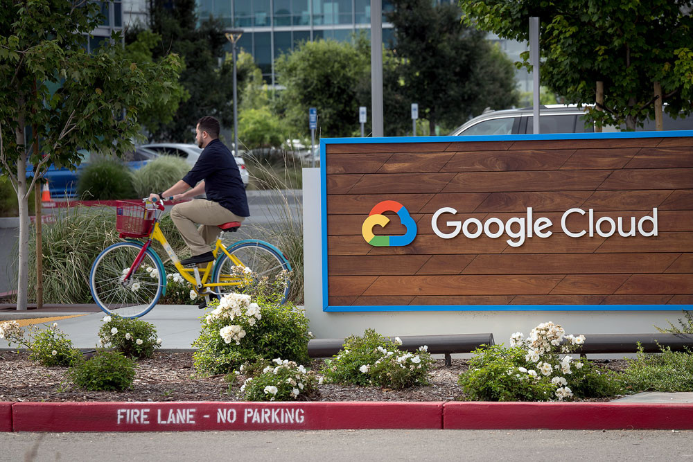 Google mulls licensing deals with news media: industry sources