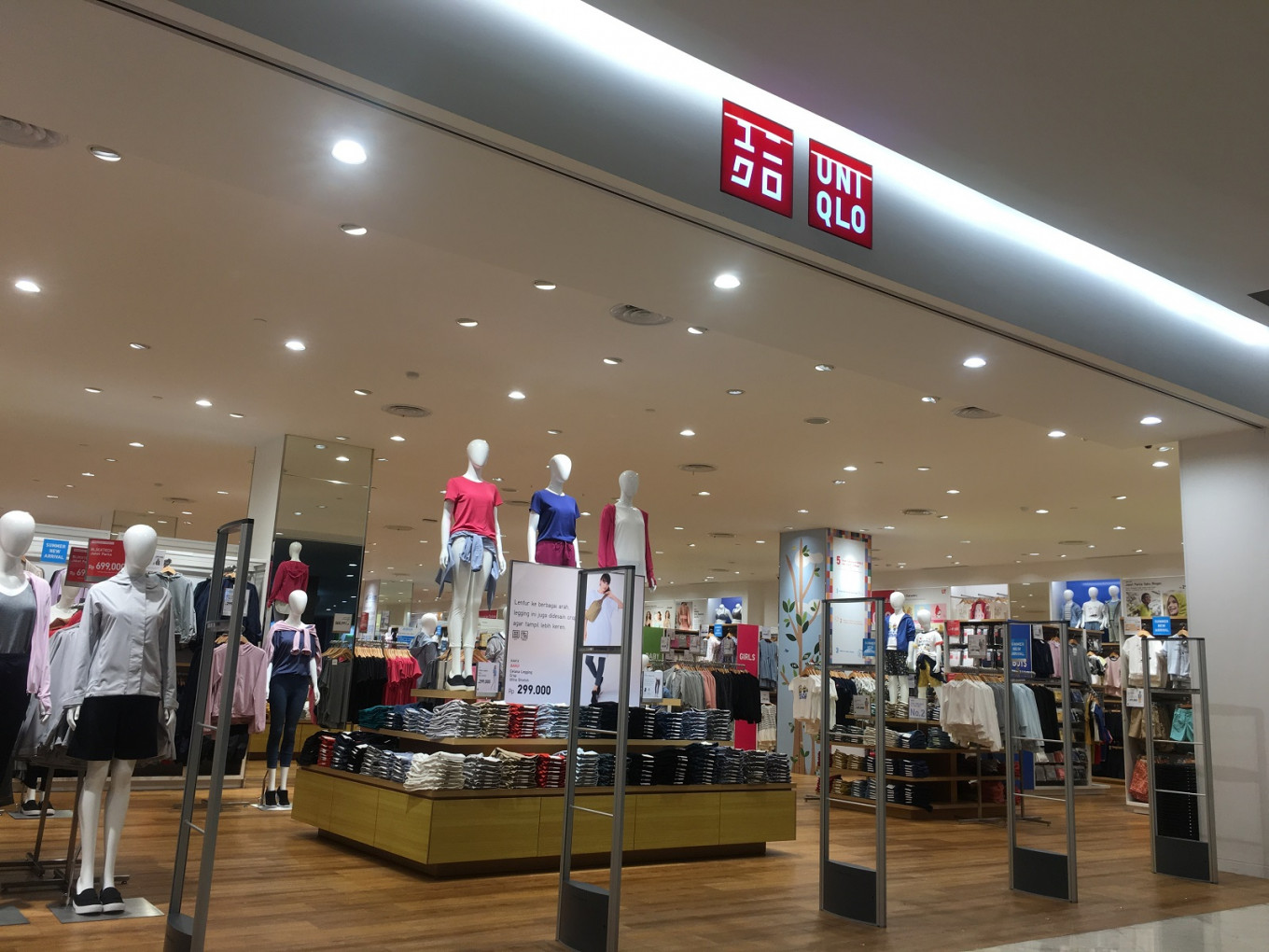 Uniqlo, Theory and Comptoir des Cotonniers see parent company cut down on single-use plastics