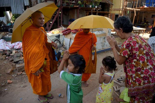 Living With The Dead: Urban Poor Take Over Cambodian
