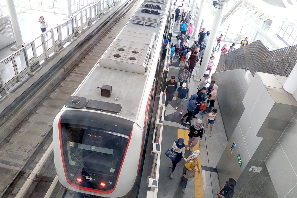 LRT Jakarta extends trial run indefinitely as result of public enthusiasm