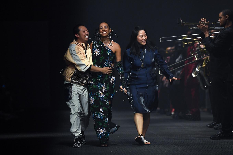 ce8c09d343 Singers Solange and Lisa star in Paris fashion week's finale ...