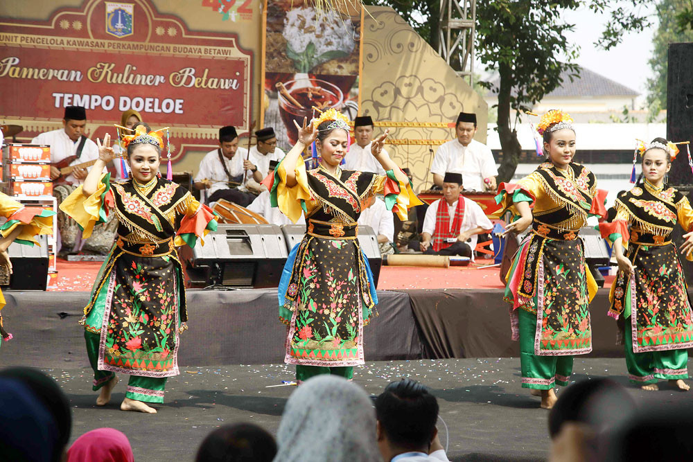 Traditional Betawi orchestra plays at Jakarta Art Theater for first time