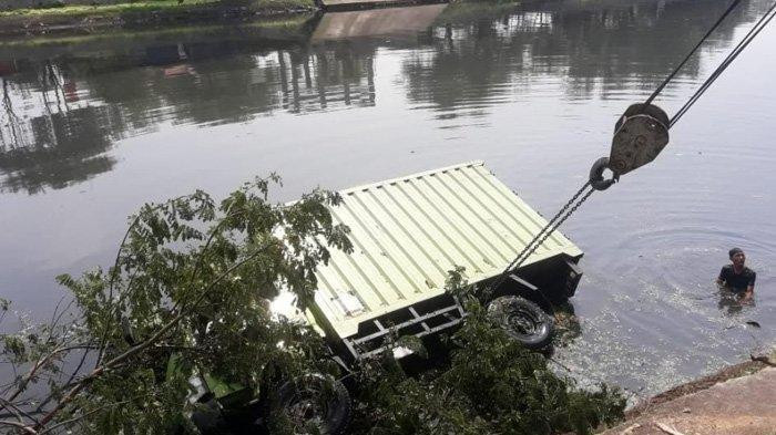Tree branch causes truck to fall into river in West Jakarta