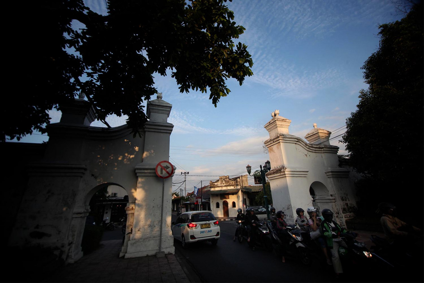The Jagabaya Arch at the Taman Sari crossing, located in the western part of the palace, was rebuilt without a top. JP/Boy T. Harjanto