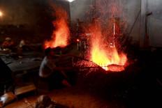 Workers make a gong. JP/Maksum Nur Fauzan