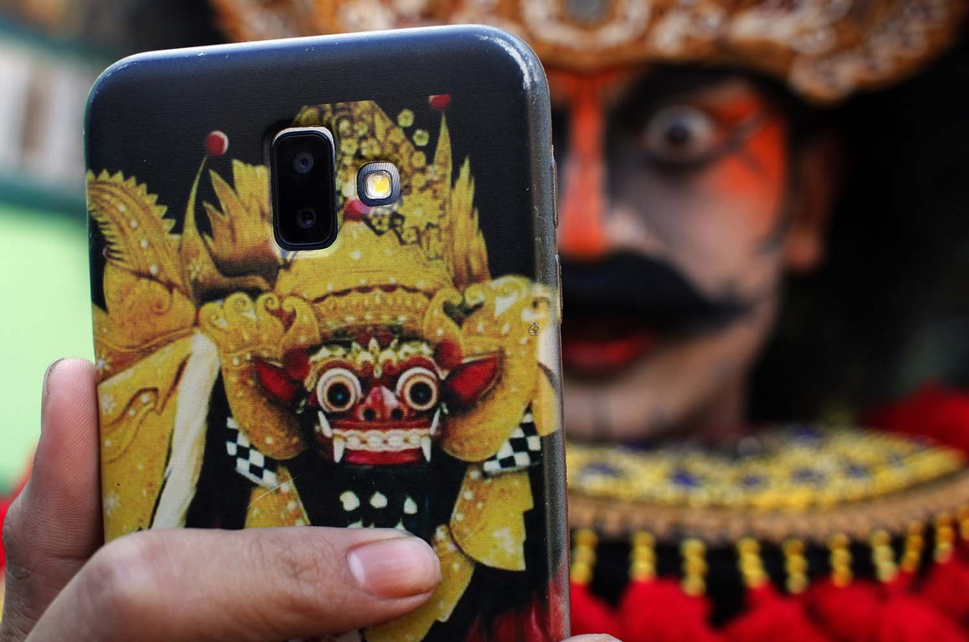 Selfie time: The barong from Bali inspires the facial makeup of the Turonggo Seto Group dancers. JP/Magnus Hendratmo