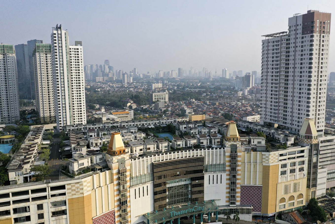 Netizens go gaga over housing complex atop Central Jakarta shopping mall