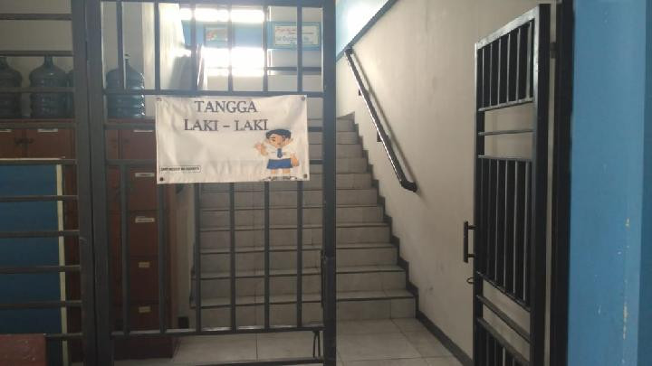 Girls, boys take different stairs at East Jakarta junior high school