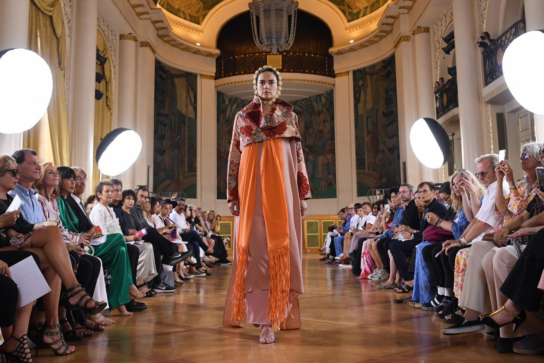 Mexicans hail Paris designer amid cultural appropriation row