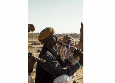 A traveling musician plays a pungi (Indian music instrument). JP/Irene Barlian
