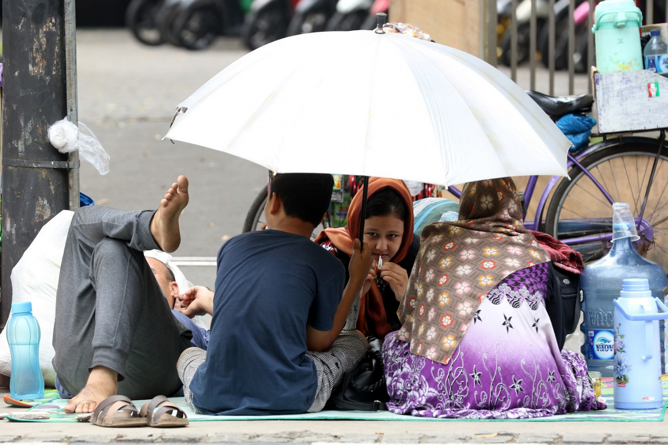 Asylum seekers refuse to move from Central Jakarta sidewalks