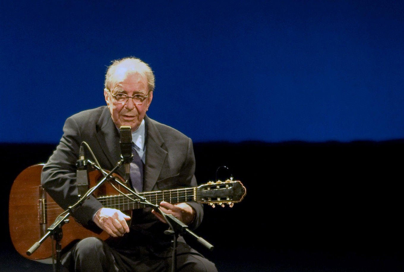 João Gilberto: Brazilian 'father of bossa nova' dies aged 88