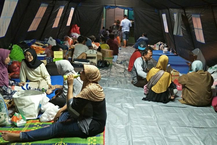 East Jakarta fire victims relocated to new shelter