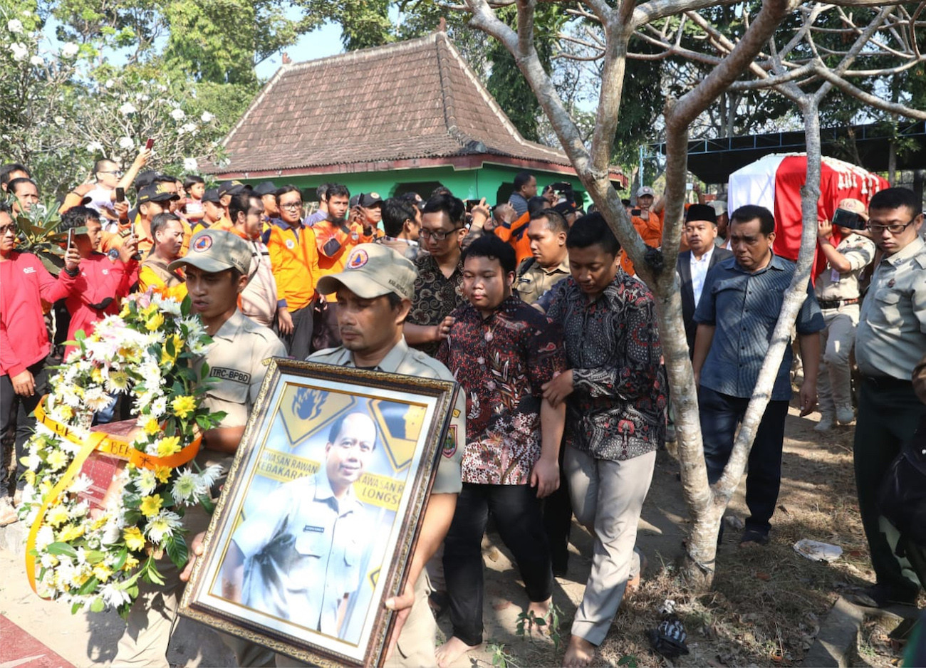 Mourners grieve loss of 'exceptional' BNPB spokesman during Boyolali hometown funeral