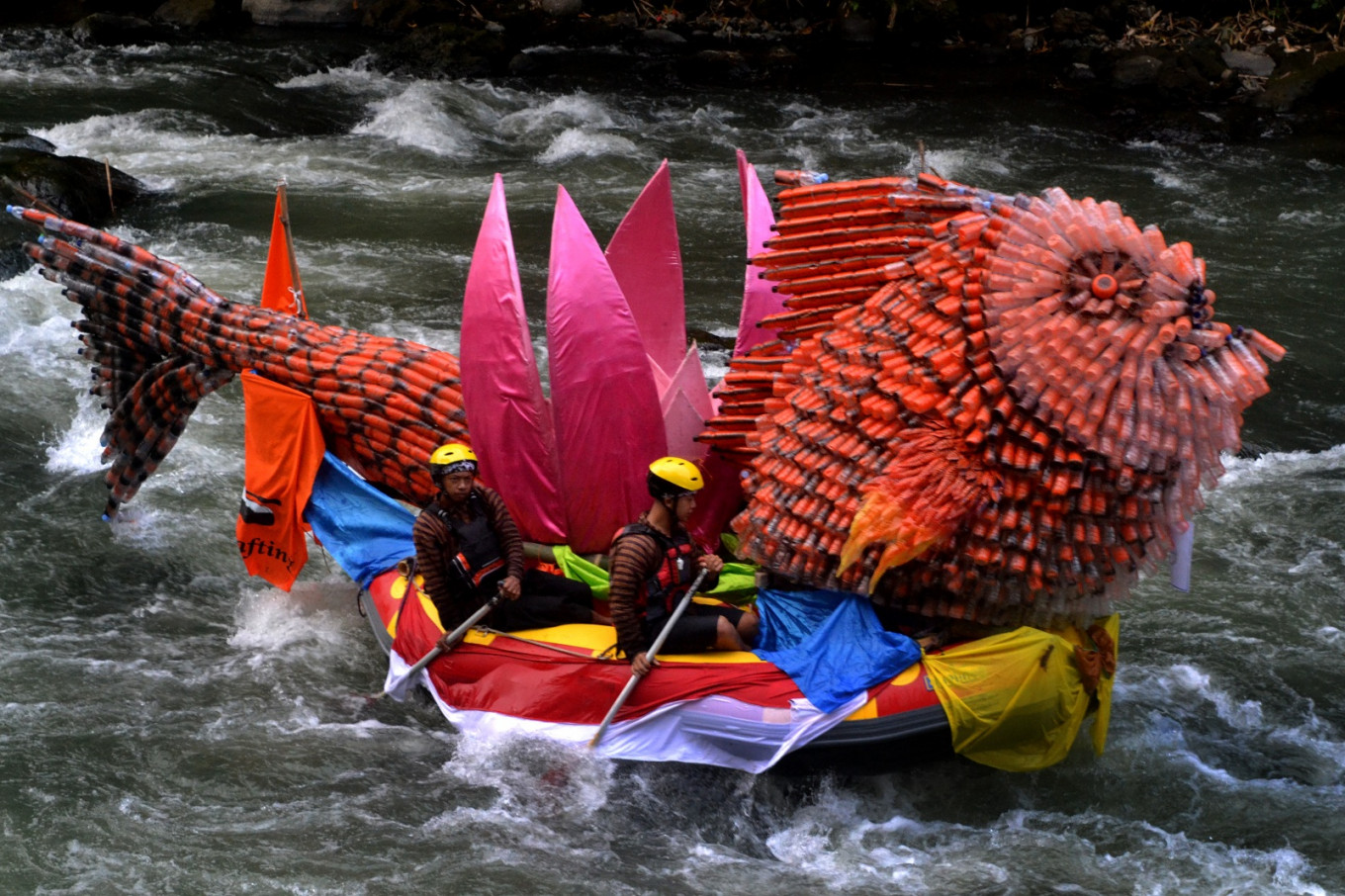 A very eye-catching ornamented boat riding the river currents during the parade.