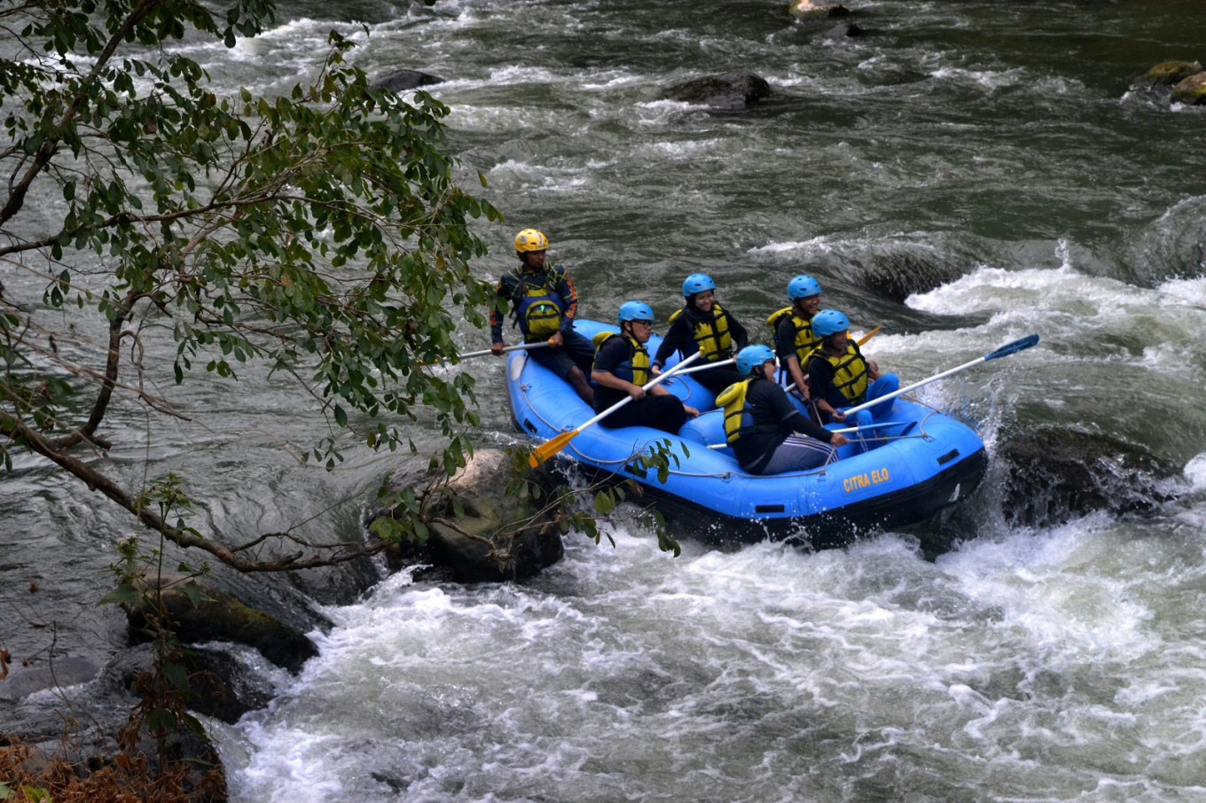 The Elo River is often used by visitors as a playground for rafting.