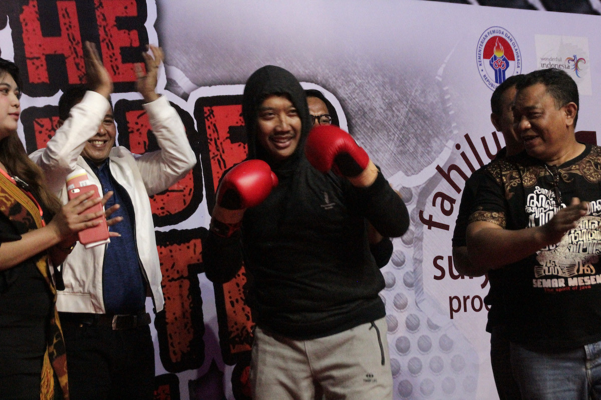 Boxer Chris John fights sports minister, East Nusa Tenggara governor