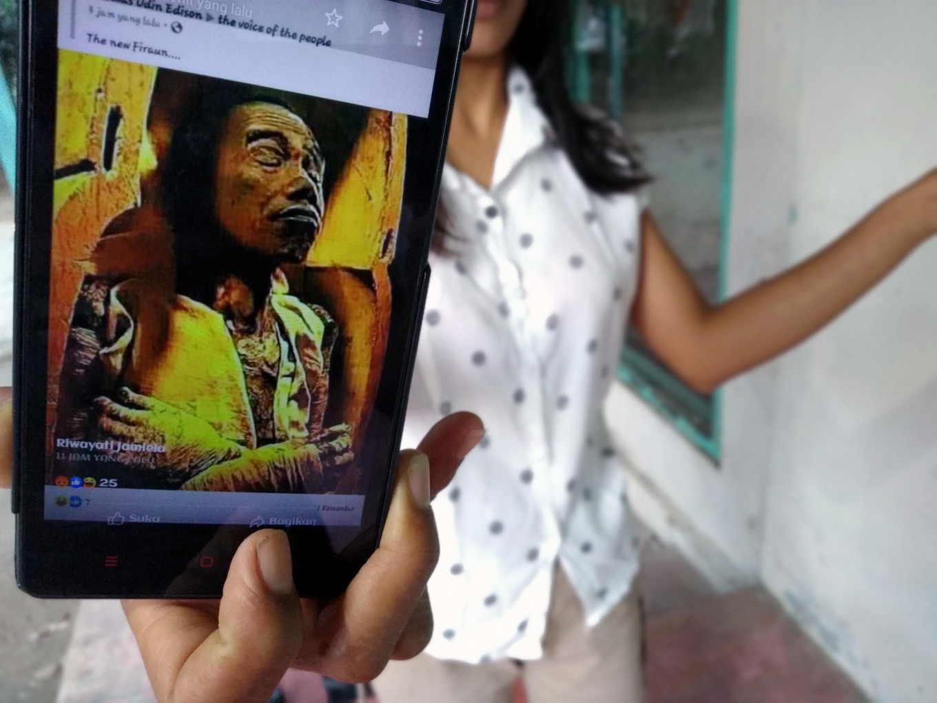 Police charge Blitar woman under ITE Law for sharing 'Jokowi pharaoh', 'dog demon' memes